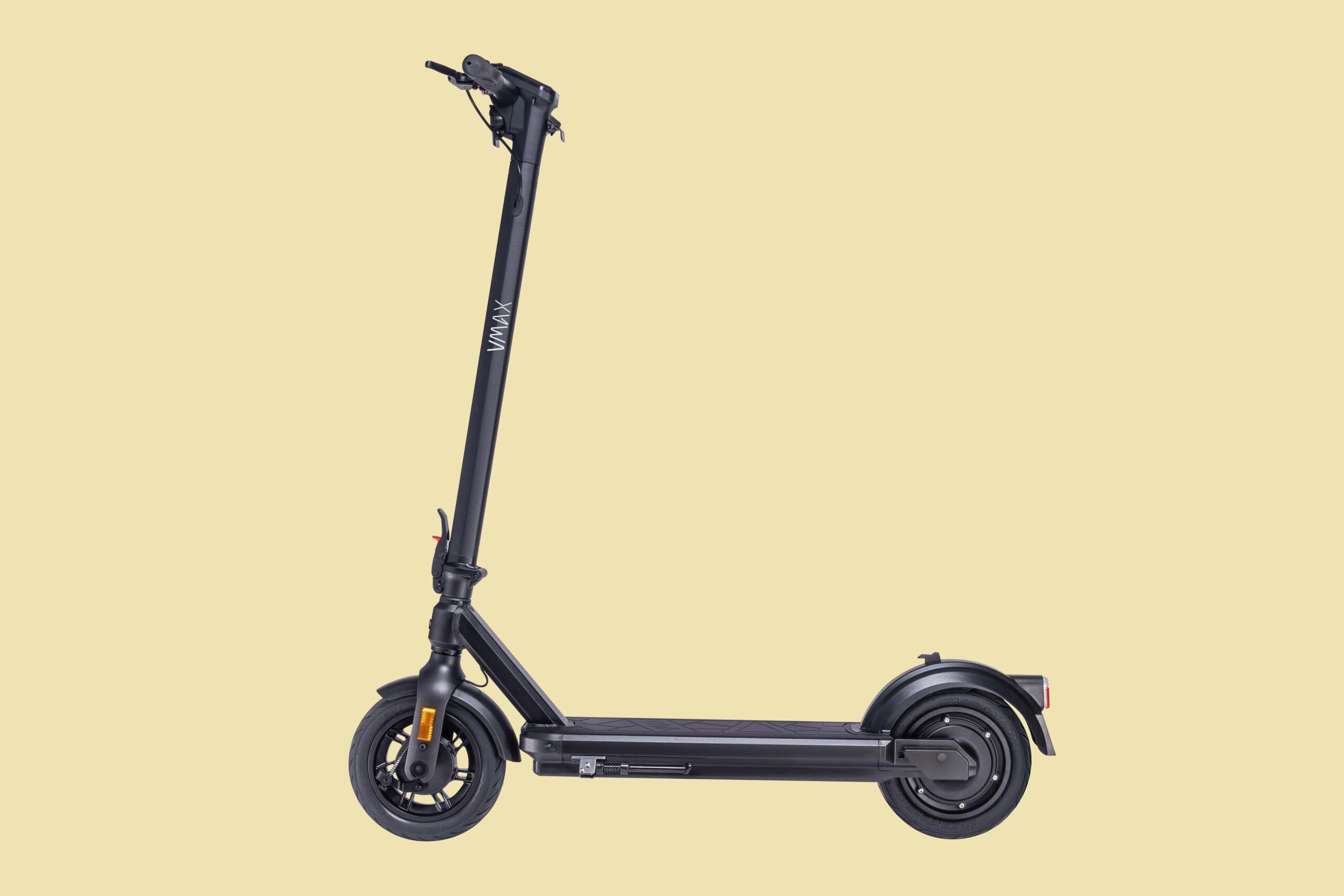 Freigestellter E-Scooter von VMAX
